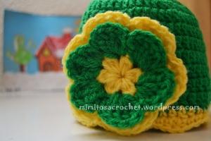 Gorro Pom-Pom y flor verde-amarillo III