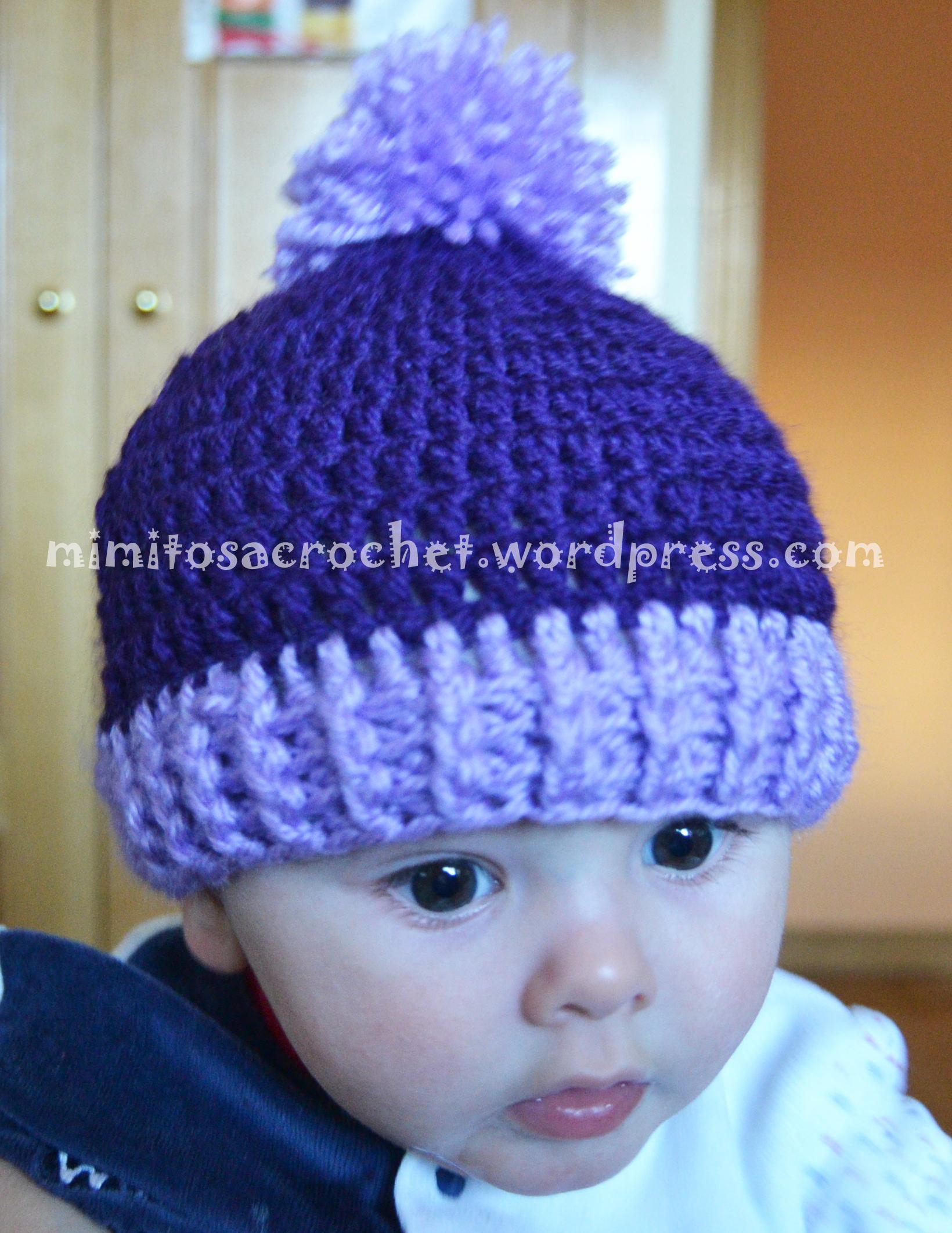 Isaac y gorrito pom-pom morado-lila – Mimitos a Crochet
