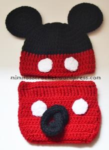 Cubrepañales y gorrito Mickey detras