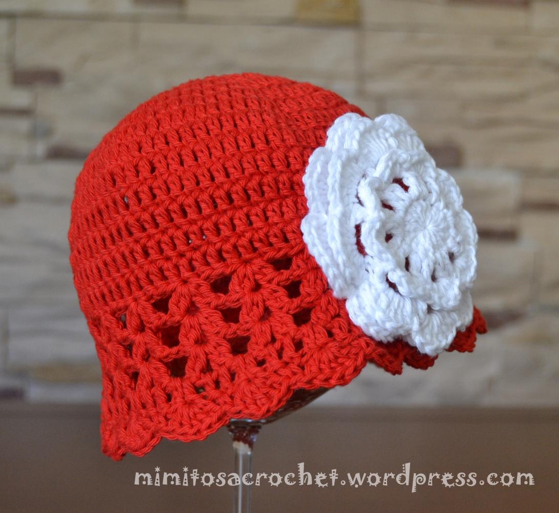 Gorro Zoe rojo flor blanca 002